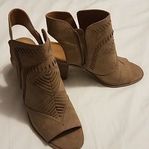 Universal Threads heeled slingback bootie